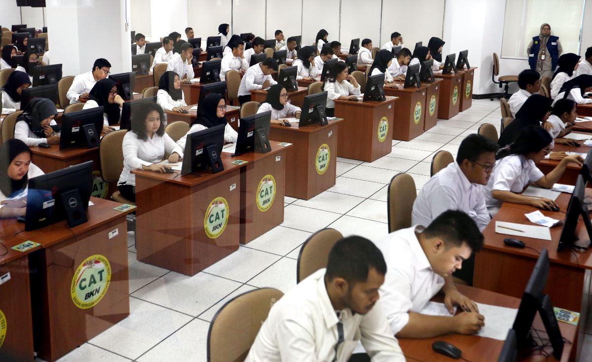 Rifaqinizamy DPR: Ada Peluang Honorer Tenaga Administrasi Diangkat CPNS dan PPPK - JPNN.com
