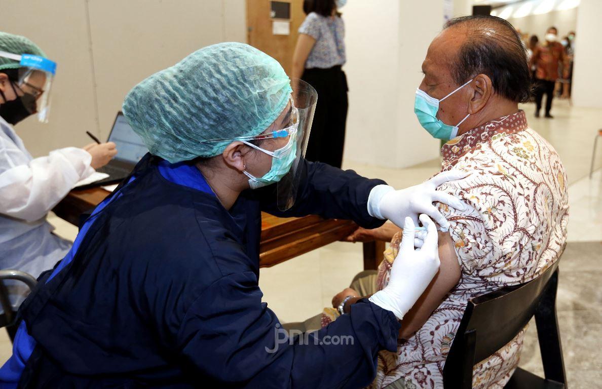 Petugas Vaksinasi Covid-19 Belum Terima Honor, Haji Said: Kami Sedang Mengupayakan - JPNN.com