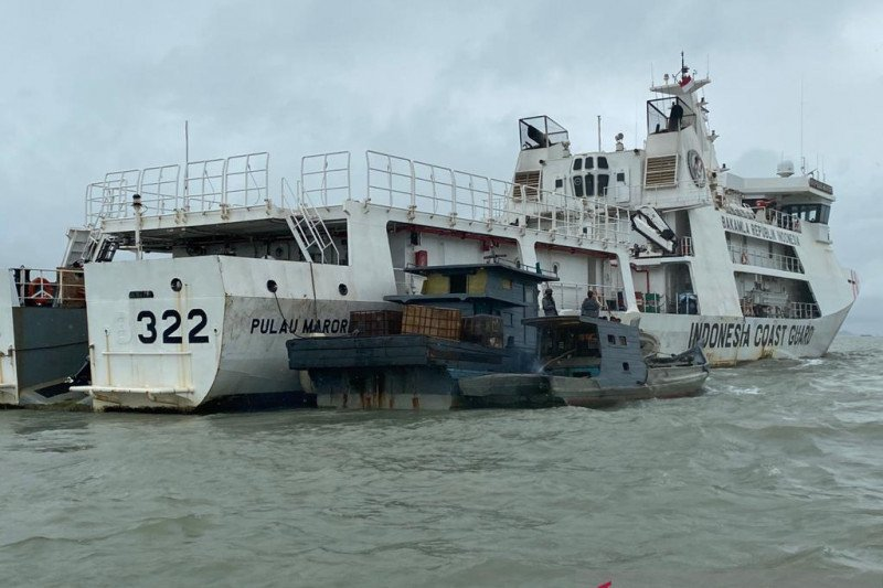 Bakamla Menggagalkan Upaya Transfer BBM Ilegal di Perairan Kepri - JPNN.com