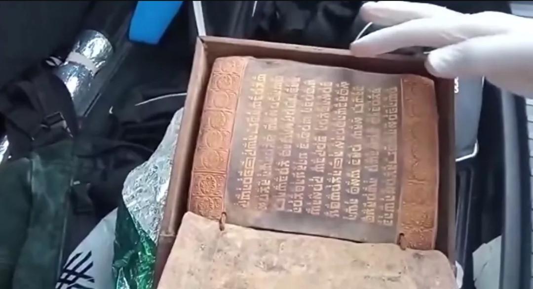 Taurat Emas yang Ditulis Sebelum Nabi Isa Lahir Disimpan di Bagasi Mobil - JPNN.com
