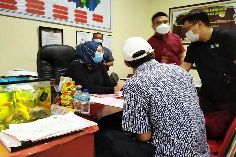 Iwan Setia Putra Ditangkap di Rumahnya, Pasrah - JPNN.com