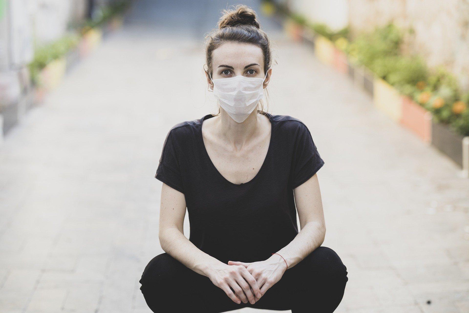 4 Tips Makeup Anti Luntur Saat Mengenakan Masker - JPNN.com