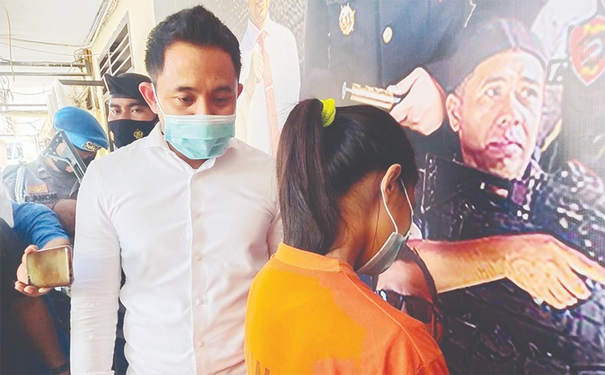 Janda Sumbawa Ini Menggeluti Bisnis Haram, Pemesan dari Jakarta Bayar Pakai Dolar - JPNN.com