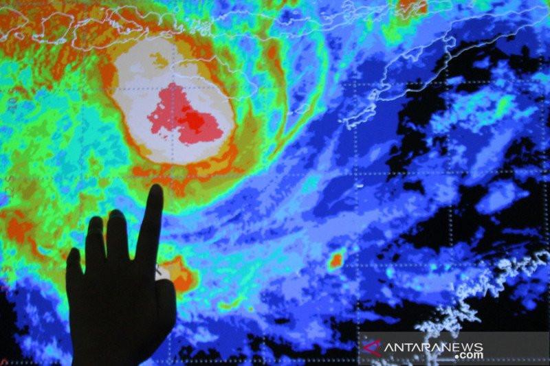 Waspada! Siklon Tropis Seroja Pengaruhi Gelombang Laut di Selatan Jatim - JPNN.com