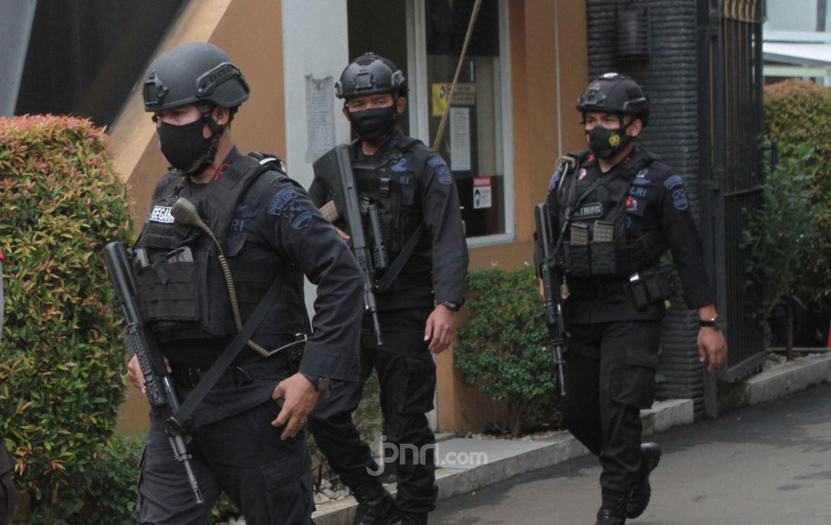 Densus 88 Menggerebek Rumah Terduga Teroris di Pasar Rebo, Hasilnya? - JPNN.com