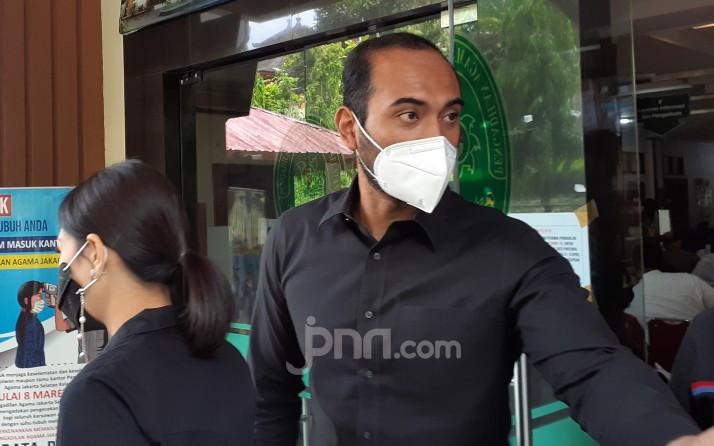 Ini Alasan Ario Bayu Datang ke Sidang Cerai Wulan Guritno - JPNN.com
