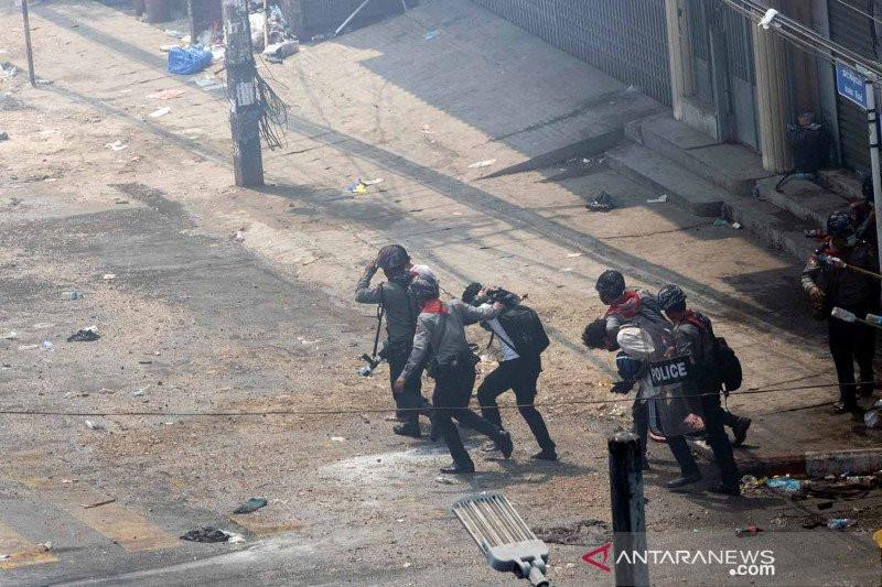 Militer Myanmar Kembali Lepas Tembakan, Demonstran Tewas di 3 Kota - JPNN.com