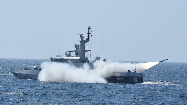 Kapal China Mondar-mandir di Natuna, PKS: Luhut Binsar dan Prabowo Diam Saja? - JPNN.com