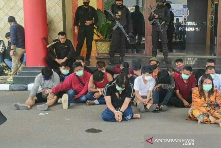 150 Polisi Gerebek Kampung Narkoba, Lihat Tuh Hasilnya - JPNN.com