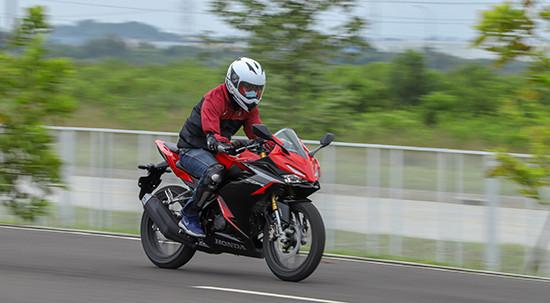 Kiat Berkendara Motor Selama Bulan Puasa - JPNN.com