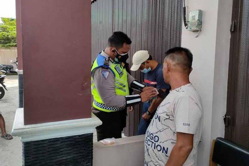 Kegiatan Masyarakat Mencurigakan, Ipda Cahyo Menemukan Duit Rp11 Juta - JPNN.com