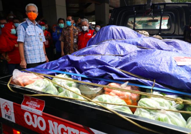 Lihat, Ini Kiriman Bantuan Unik dari Pak Ganjar untuk Korban Bencana Alam - JPNN.com