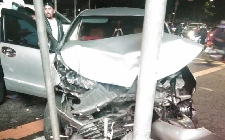 Ambulans dan Avanza Tabrakan, Ya Ampun, Nasib Haryadi - JPNN.com