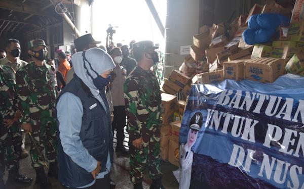 KRI Tanjung Kambani Angkut Bansos dari Masyarakat Jatim untuk Korban Bencana di NTT - JPNN.com