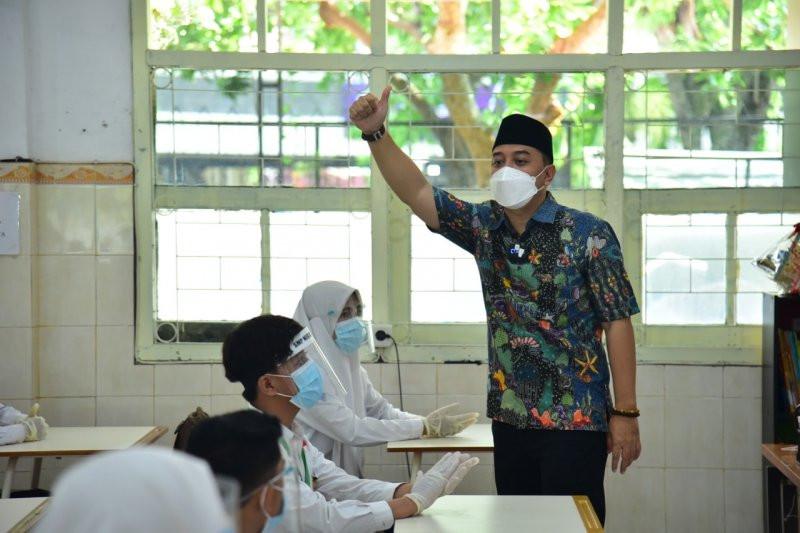 Simulasi Sekolah Tatap Muka di Surabaya, Wali Kota Eri Cahyadi jadi Guru - JPNN.com