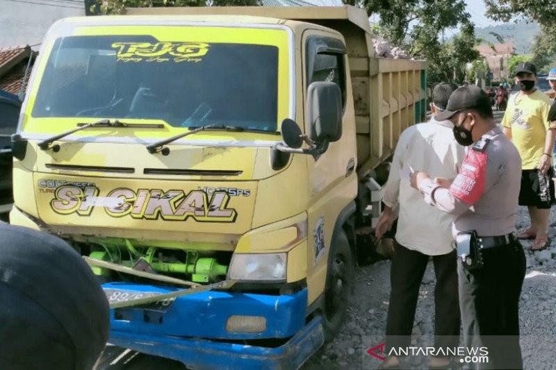 Pengendara Motor di Garut Tewas Ditabrak Truk, Polisi Sebut Ini Penyebabnya - JPNN.com