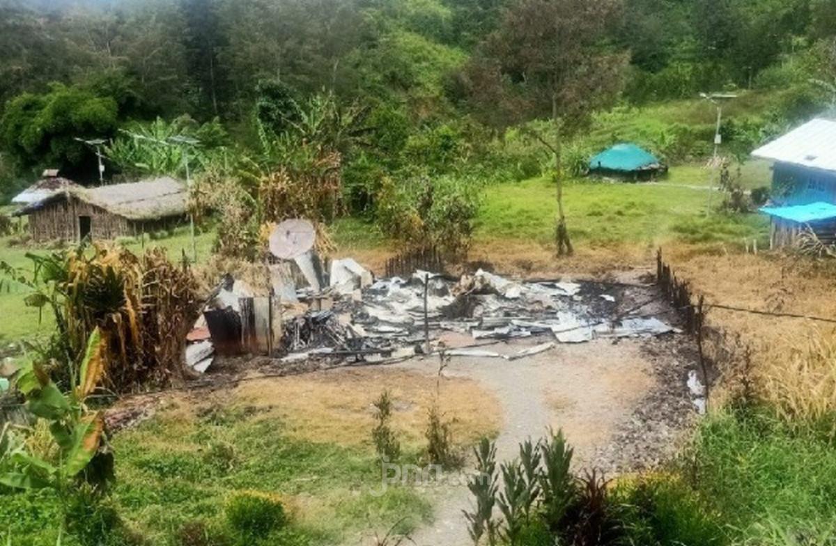 Kelompok Teroris Berulah di Papua, Bakar Rumah Warga Hingga Tembaki Mapolsek Ilaga - JPNN.com