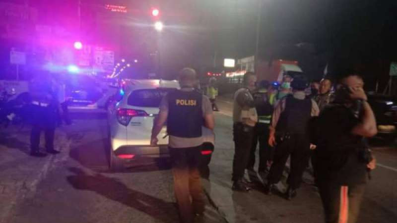 Pecatan Polisi Beraksi Nekat, Teror Anak Bupati Brebes, Tabrak Gerbang Polres, Mengacungkan Sangkur - JPNN.com