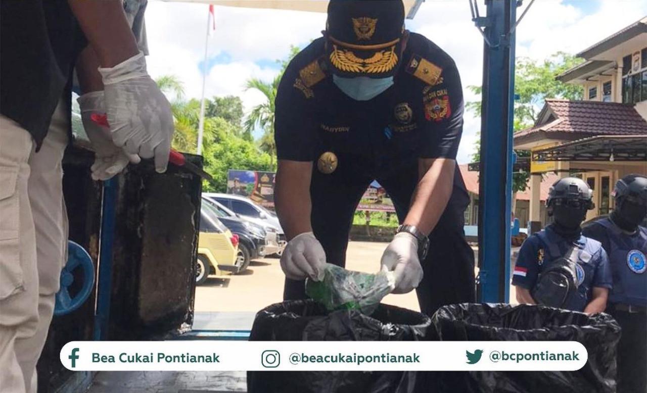 Bea Cukai dan BNNP Kalbar Memusnahkan 9600 Butir Happy Five - JPNN.com