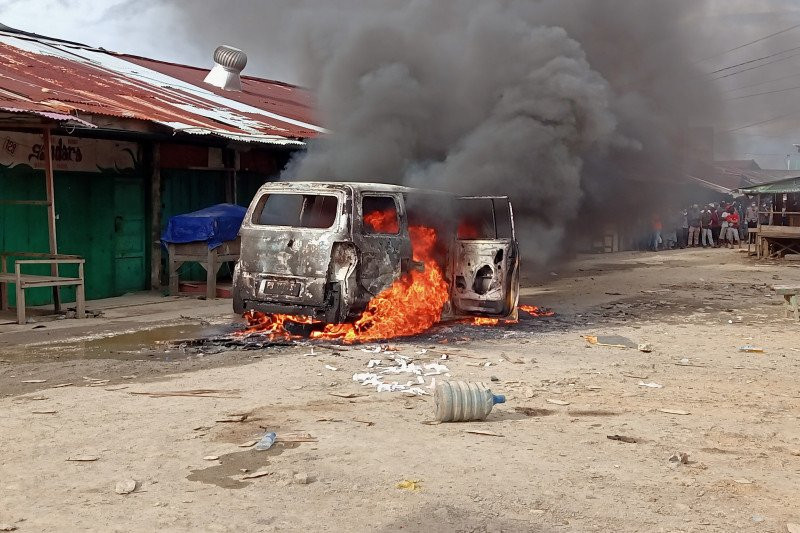 Marthen Tewas, Jenazah Diarak ke Kantor Wali Kota, 1 Mobil Dibakar Massa - JPNN.com