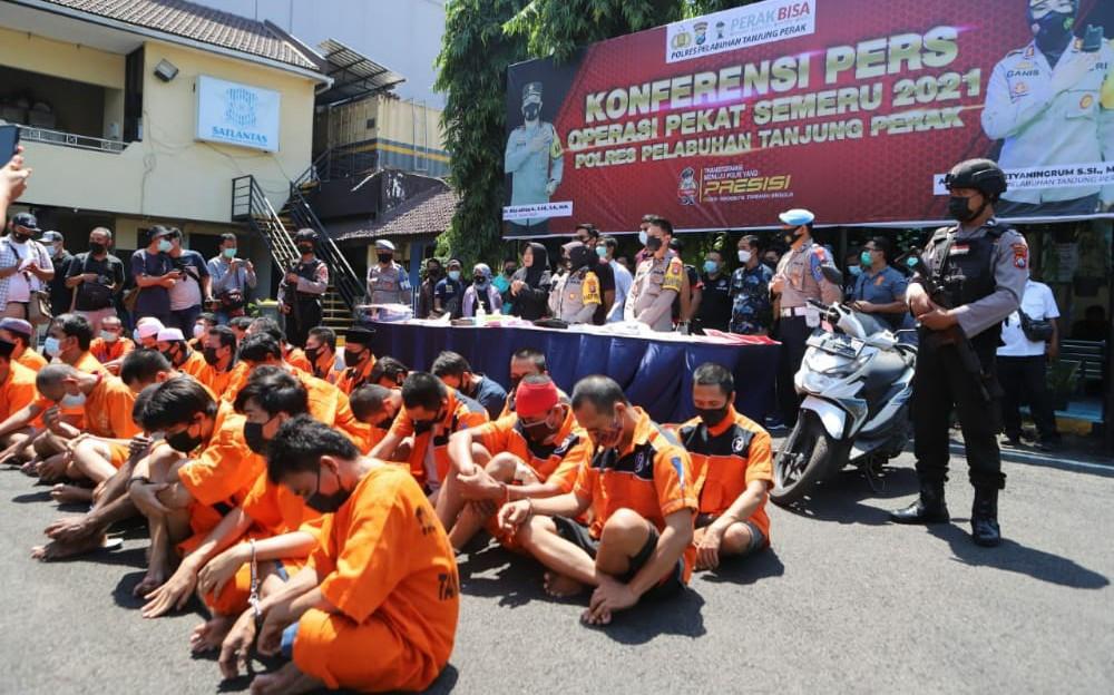 Komplotan Preman Kelas Teri, Garang di Depan Korban, Keok Saat Ditangkap Polisi - JPNN.com