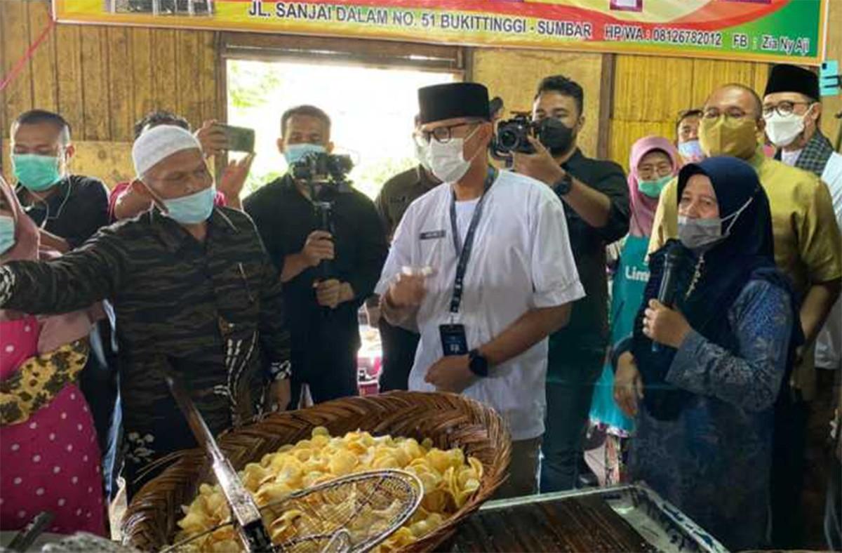Sandiaga Uno Minta Dibelikan Sanjai Bukittinggi Untuk Prabowo dan Jokowi - JPNN.com