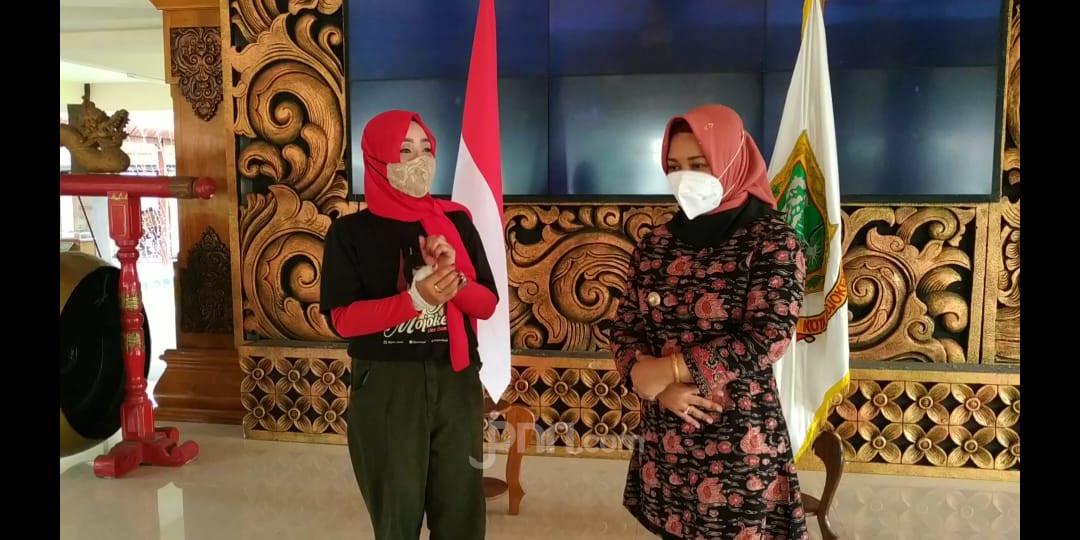 Wali Kota Ika Puspitasari Puji Lagu Alun-alun Mojokerto - JPNN.com