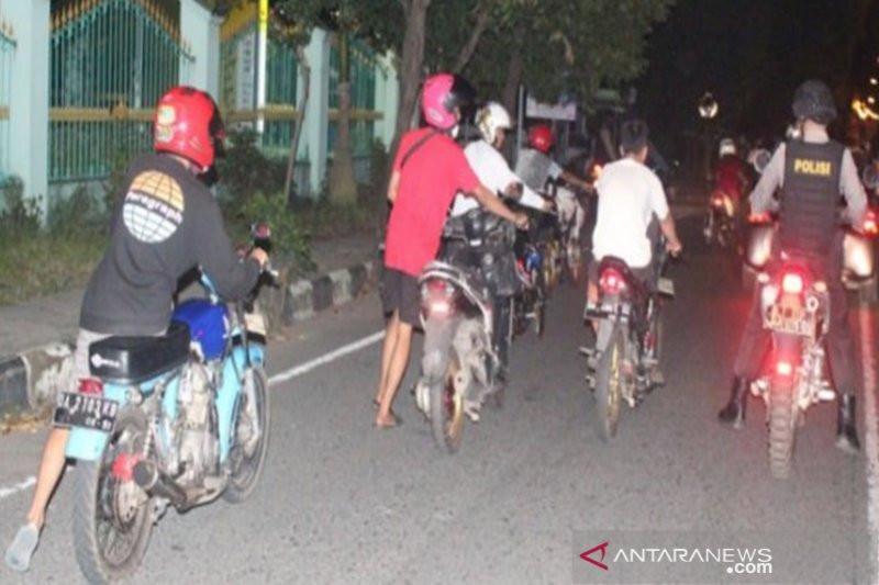 Puluhan Pembalap Liar Disuruh Dorong Motor ke Kantor Polisi, Rasain - JPNN.com