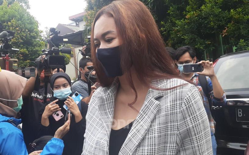 Bercerai dengan Eryck Amaral, Aura Kasih Kini Pilih Pria Lokal - JPNN.com