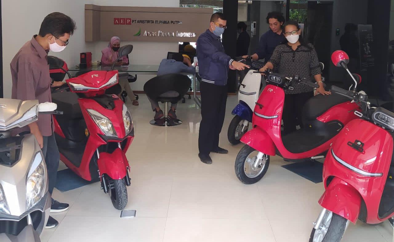 Rakata Indonesia Meluncurkan Motor Listrik Harian, Harganya Mulai Rp 15,6 Juta - JPNN.com