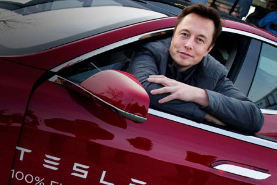 Komentar Pedas Bos Tesla Soal Produsen Smartphone Pengin Bikin Mobil Listrik - JPNN.com