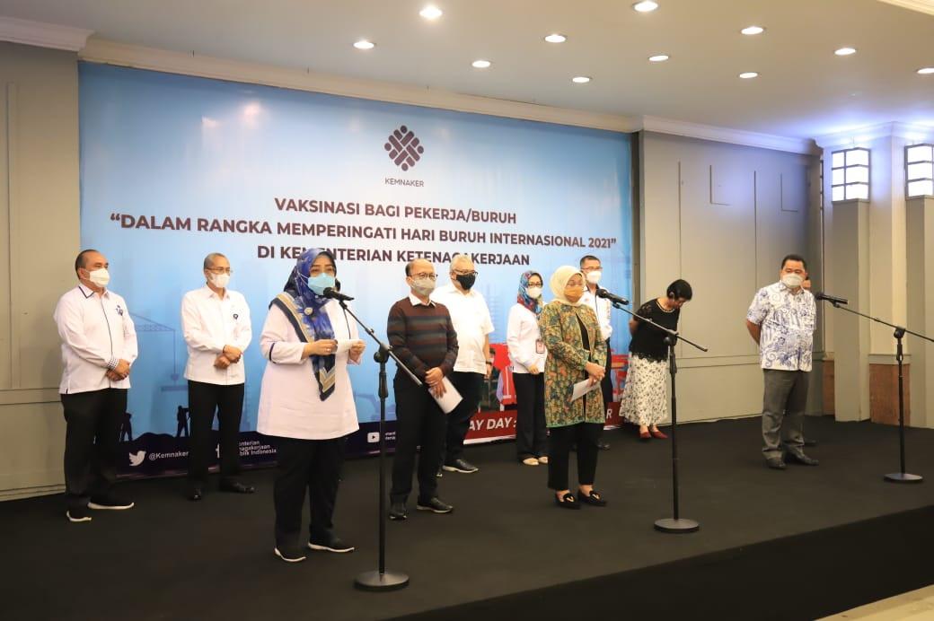 May Day, Kemnaker dan Kemenkes Vaksinasi untuk 1000 Pekerja - JPNN.com