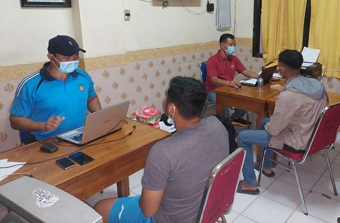 Karyawati Alfamart Diajak Jalan-jalan 2 Pria, Lalu Masuk ke Gubuk, Diancam, Pasrah - JPNN.com