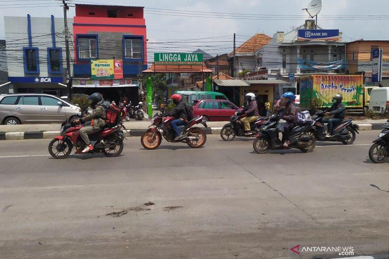 Jalan Raya Bandung-Garut Mulai Dipadati Pemudik - JPNN.com