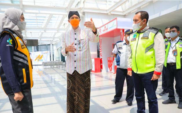 Pak Ganjar Gerah, Ada Penumpang Positif Covid-19 Tetap Berangkat Menumpang Pesawat - JPNN.com