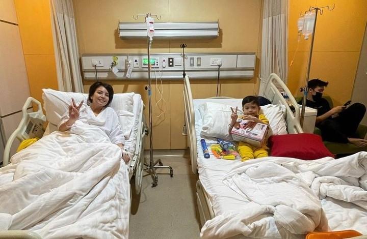Tya Ariestya dan Anak Dilarikan ke Rumah Sakit, Ini Sebabnya - JPNN.com