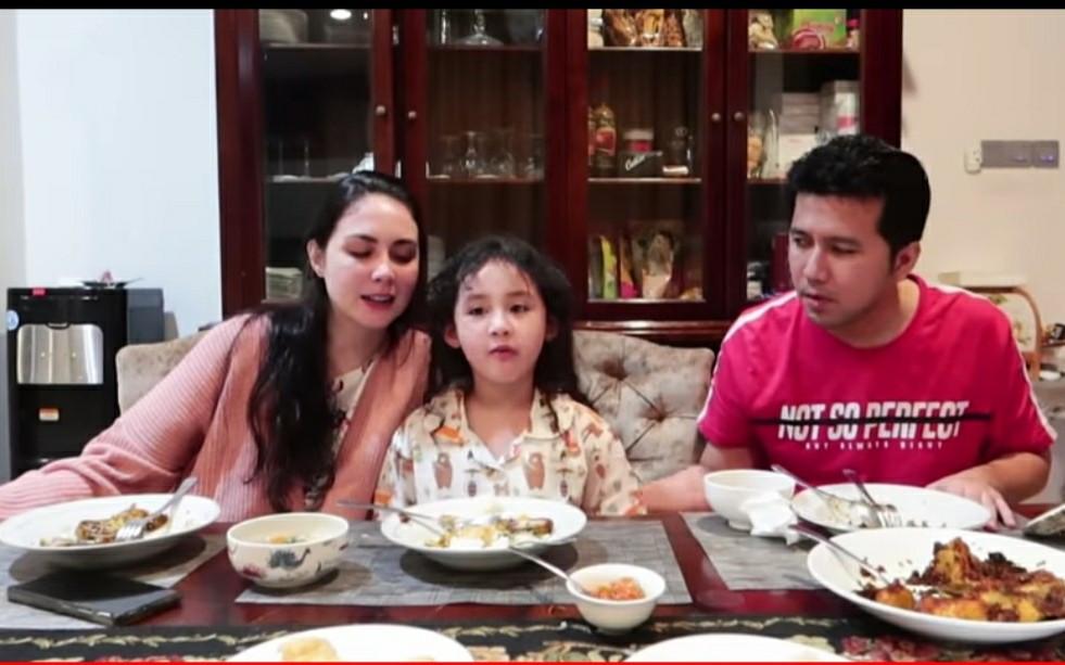 Kerap Tidur Terpisah, Arumi Bachsin dan Emil Dardak Bertengkar? - JPNN.com