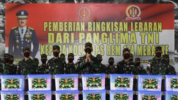 Brigjen Bangun Serahkan Bingkisan Lebaran Kepada Prajurit TNI - JPNN.com