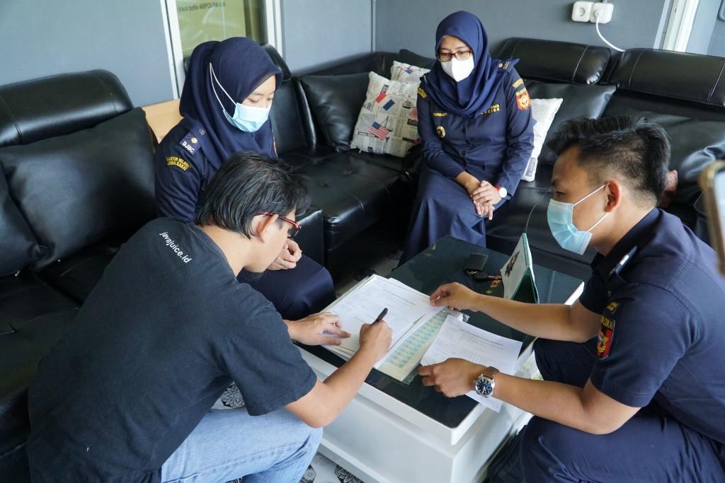 Bea Cukai Bogor Berikan Layanan Antar Pita Cukai - JPNN.com