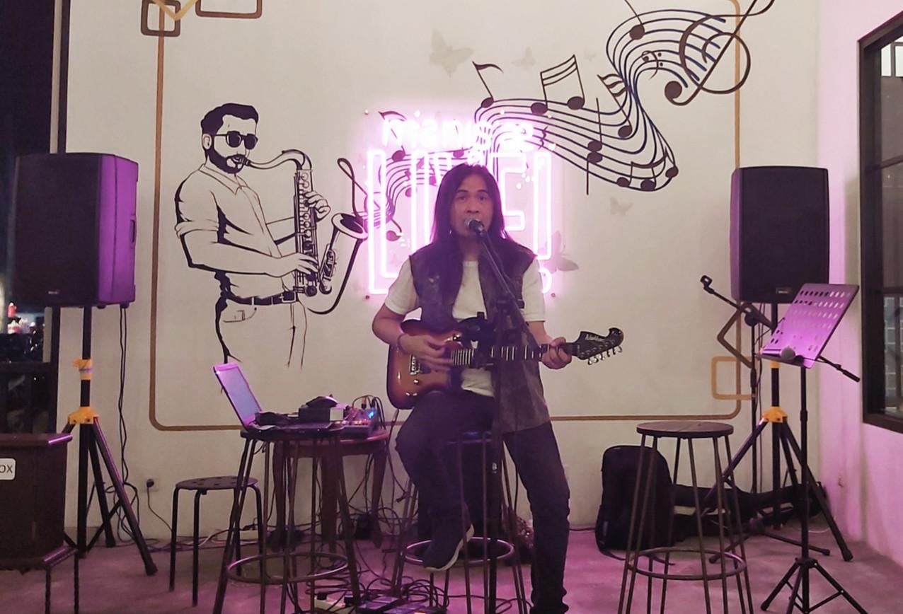 Royke Nyanyikan Lagu Nanggala 402 Abadi di Samudra, Kor Massal Terjadi - JPNN.com