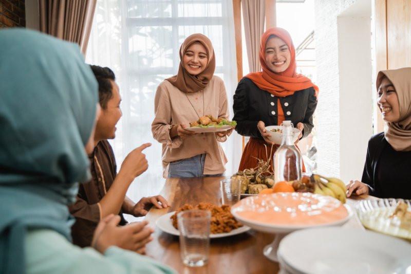 Bahaya Menyantap Gulai Daging, Opor Ayam, Rendang, Sambal Goreng Ati Sekaligus! - JPNN.com