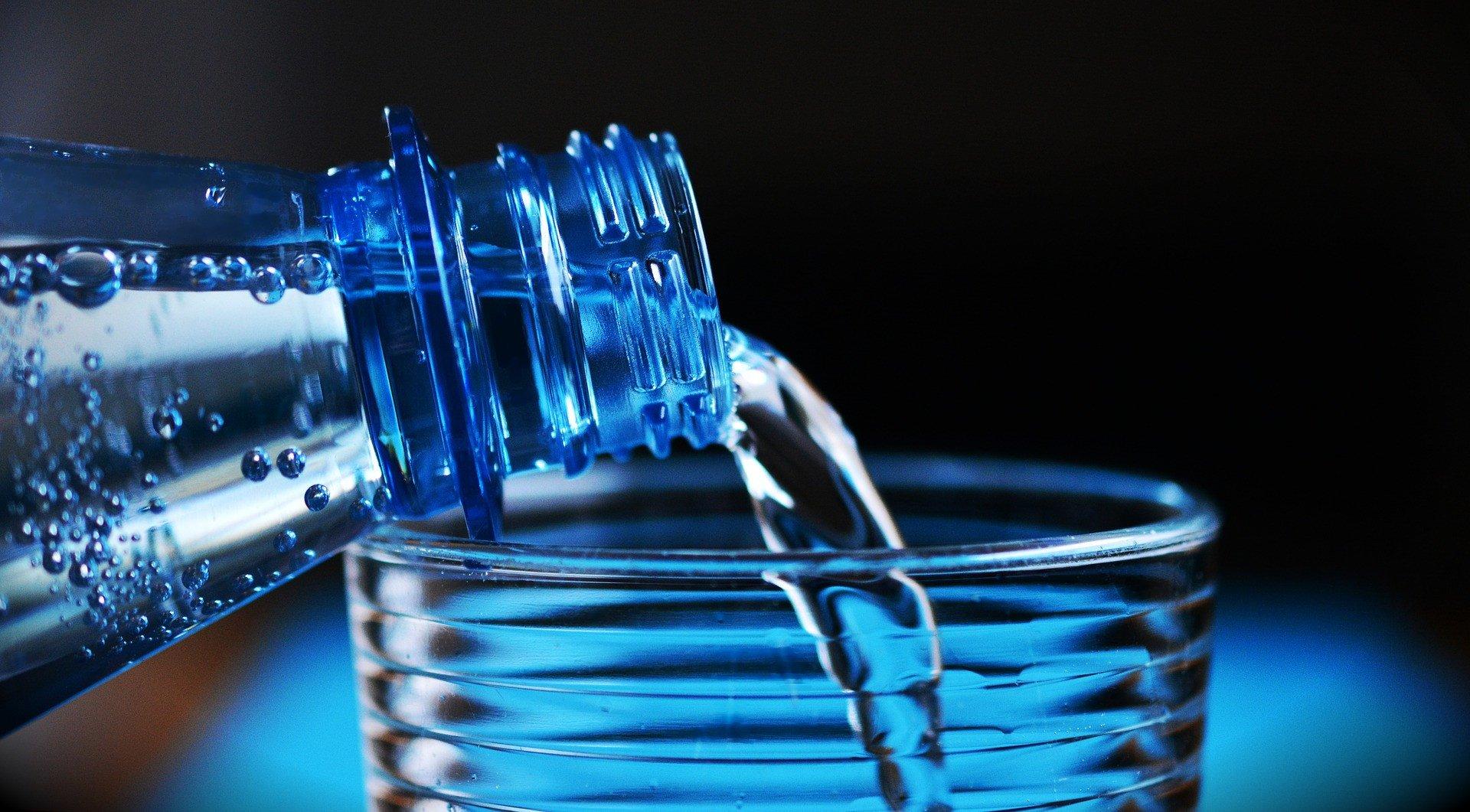 7 Keajaiban Minum Air Putih Setelah Bangun Tidur, Nomor 5 Menurunkan Risiko Batu Ginjal - JPNN.com