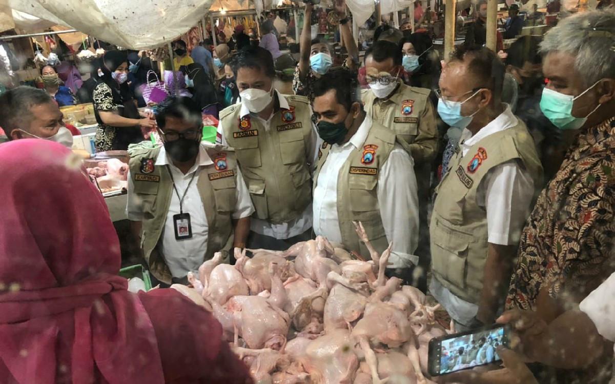Satgas Pangan Jatim: Harga Daging Sapi dan Minyak Goreng Naik - JPNN.com