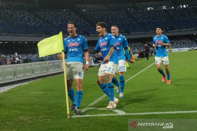 Napoli Lompati Atalanta dan AC Milan