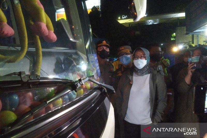 Sopir Bus Gagal Mengelabui Petugas, Begini Ceritanya, Mungkin Bikin Anda Tersenyum - JPNN.com