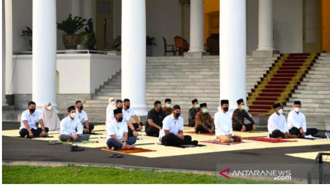 Ini Suasana Salat Id Presiden Jokowi, Imam dan Khatibnya Serda Ridwan, Pesannya Menyejukkan - JPNN.com