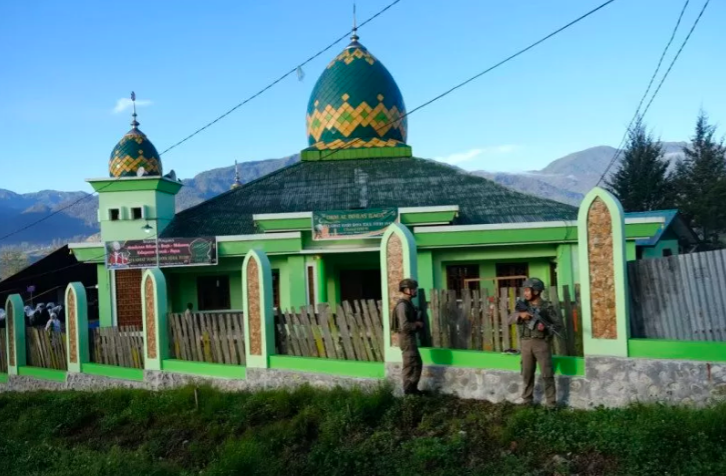 Baku Tembak dengan KKB, 2 Anggota Satgas Nemangkawi Terluka - JPNN.com