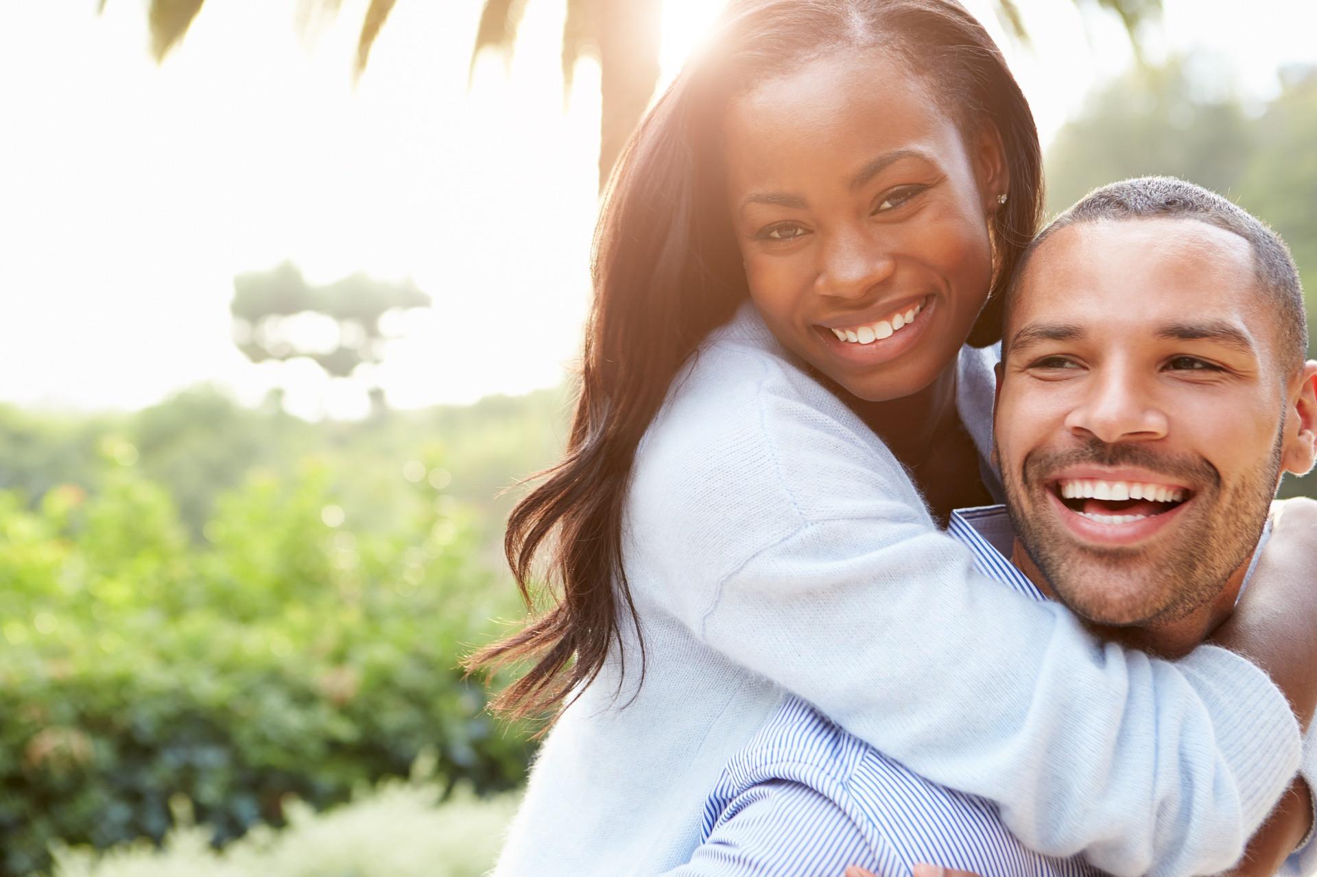 Pria, Ingin Membuat Wanita yang Anda Sukai Tertawa, Cukup Lakukan 4 Hal Sederhana Ini - JPNN.com