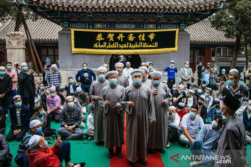 Jemaah Salat Idulfitri di China Meluber Hingga Halaman Masjid - JPNN.com