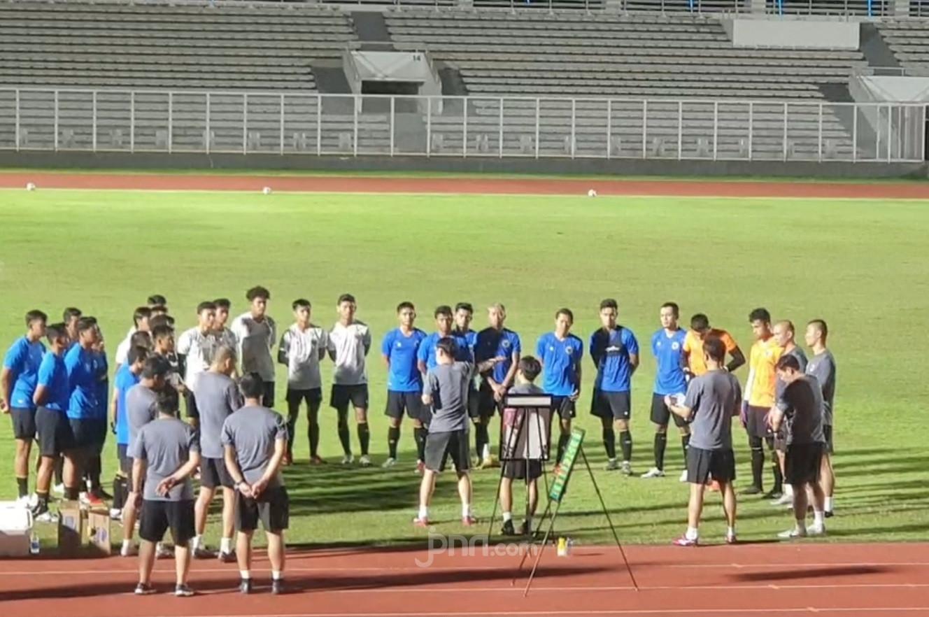 Ini Alasan Shin Tae Yong Boyong Pemain Muda Hadapi Kualifikasi Piala Dunia 2022 - JPNN.com